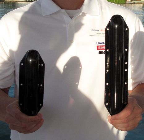 Lowrance_LSS_vs_LSS-2_transducers_cPanbo.jpg