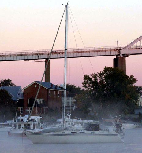 Zingara_in_Chesapeake_City_9-2012.jpg
