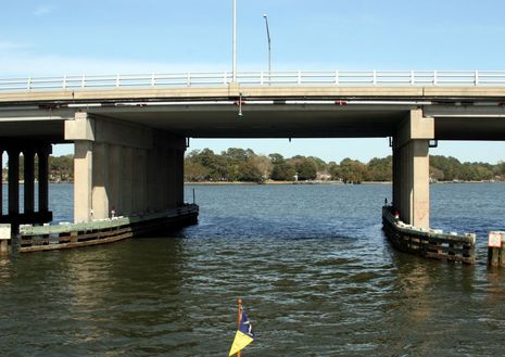 Lafayette_River_trawler_bridge_cPanbo_.jpg
